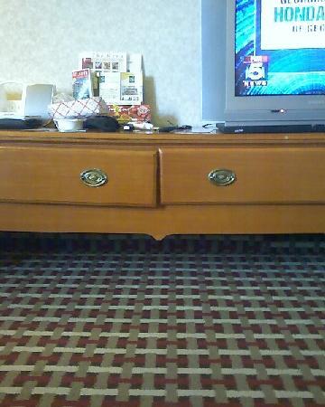 Quality Inn Marietta: Dresser