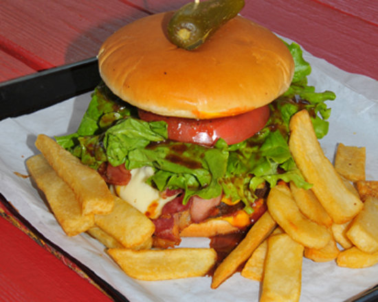 Augie's Barbed Wire Smokehouse: Big burgers