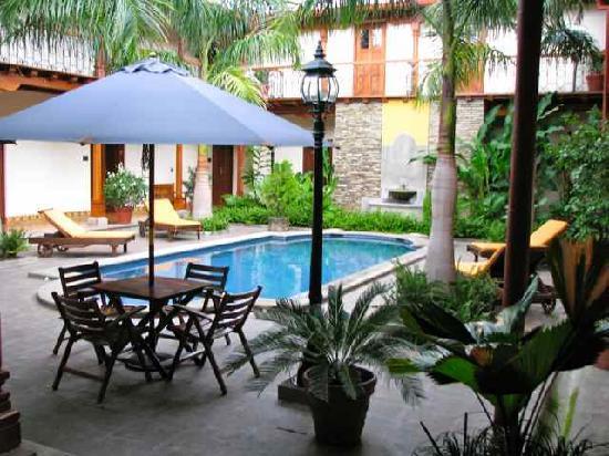 Hotel Plaza Colon : The Pool Area