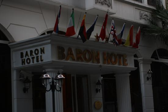 Hotel Baron: entrance to the hotel
