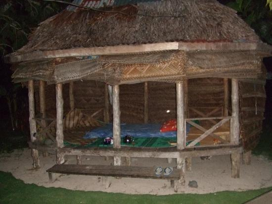 Regina's Beach Fales: Our Fale.....AnnaMaria invited us to dinner whilst they made up our fale.....just beautiful