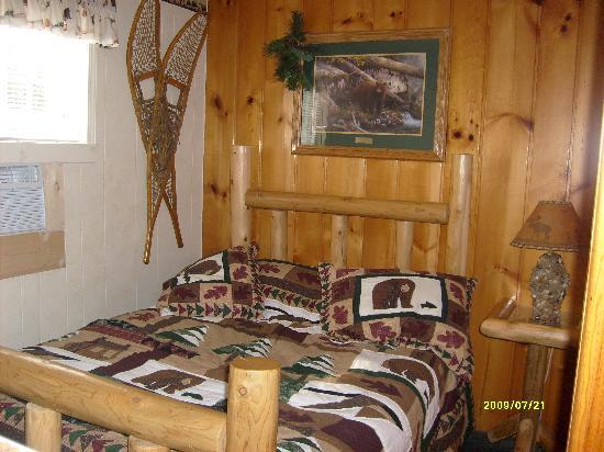 Lamplighter Motel: up north room second bed