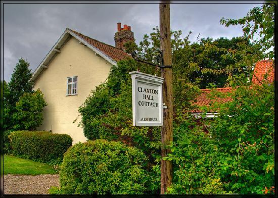 Claxton Hall Cottage B&B: Claxton Hall Cottage View 1