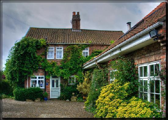 Claxton Hall Cottage B&B: Claxton Hall Cottage View 2