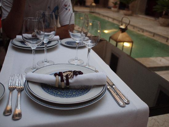 Riad Fes - Relais & Chateaux: ここのレストランで夕食を。暗くなる前です。