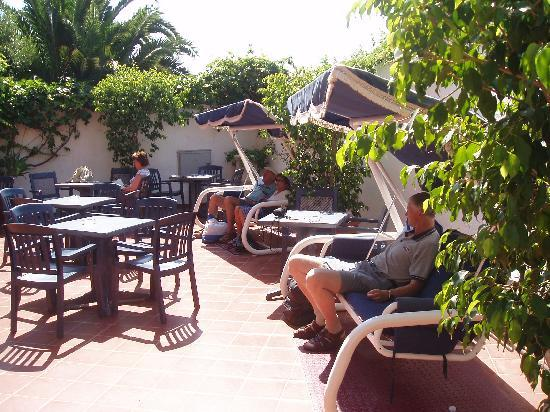Ipanema Hotel: hotel courtyard