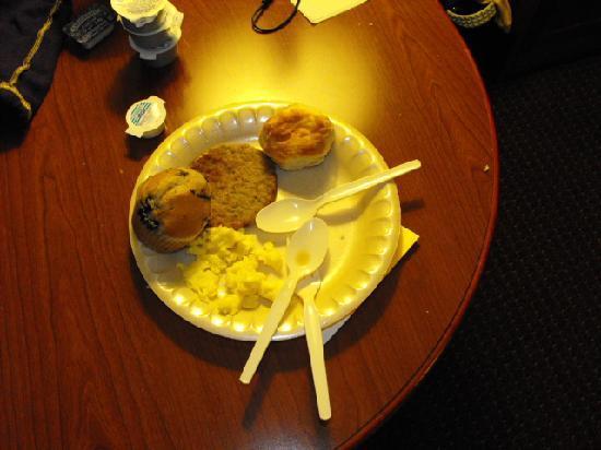 La Quinta Inn & Suites Valdosta / Moody AFB: Nice breakfast.