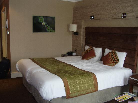 The Cheltenham Chase Hotel - A QHotel: King sized bed