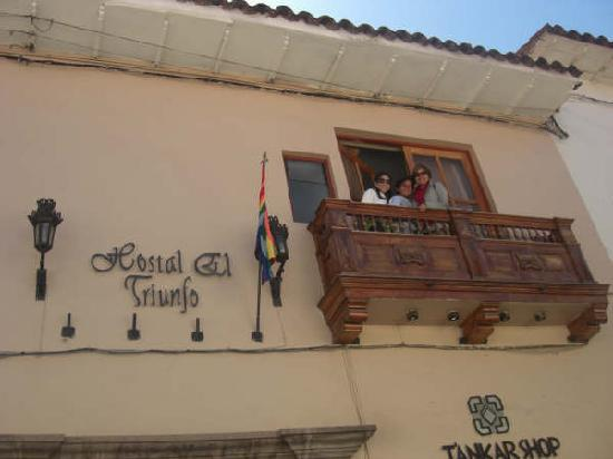 Hostal El Triunfo: Balcony facing the street!!