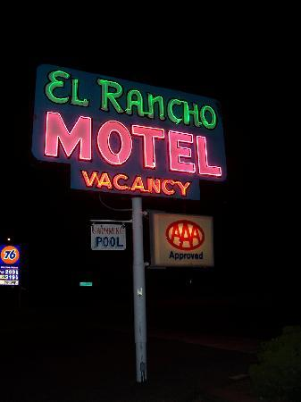 El Rancho Motel - gotta love their sign