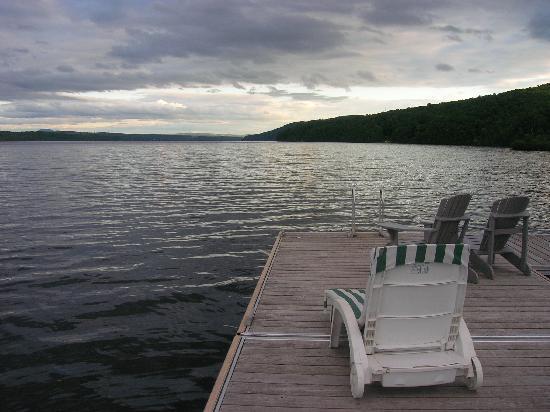 Manoir Hovey: Lake Massawippi