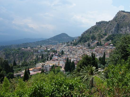 Monte Etna: View from Taormina