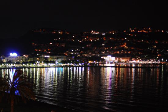 Hotel Terraza : Vista desde la habitación (noche)