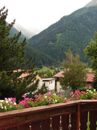 Hotel Gridlon Wellness am Arlberg: Vue imprenable sur les montagnes.