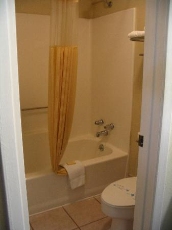 Days Inn Bastrop: Shower
