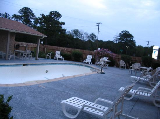Days Inn Bastrop: Pool was closed for maintenance