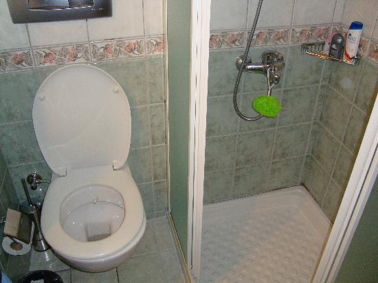 Sun Beach Hotel: bathroom