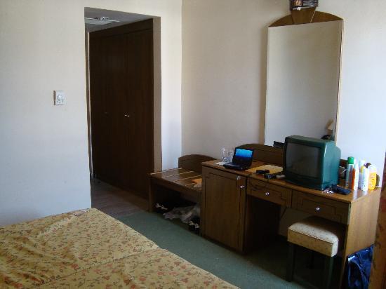 Sun Beach Hotel: room
