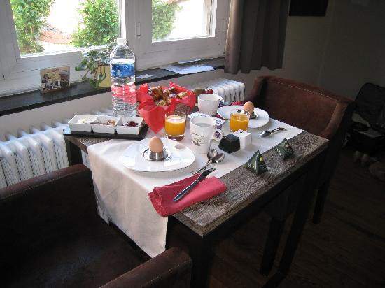 iRoom: Breakfast in our room