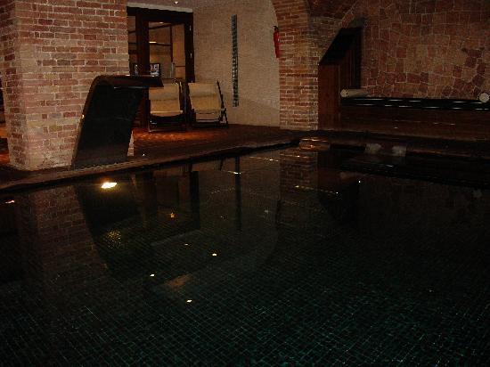 Hotel 1898: basement spa pool