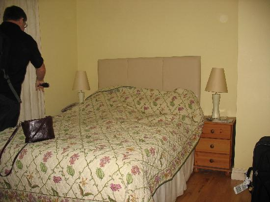 Pinecrest BnB: Comfy bed