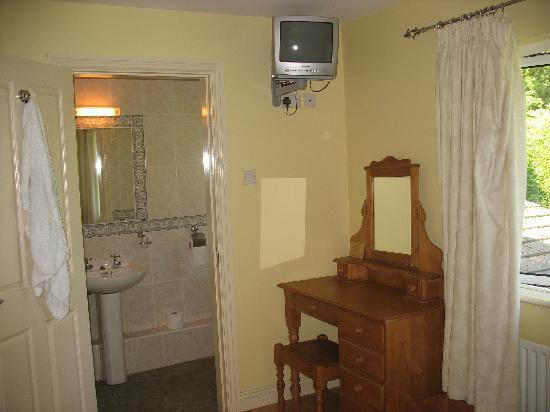 Pinecrest BnB: Roomy clean ensuite!