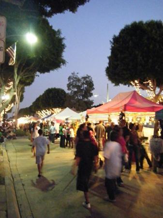 Farmer's market: 夜はこんな感じです。