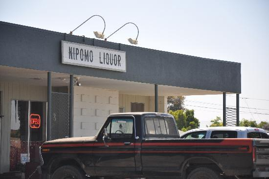 Kaleidoscope Inn: Liquer store on the corner