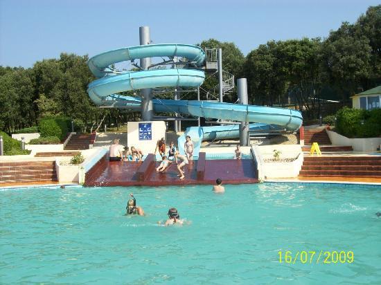 Resort Amarin: piscina con scivolo