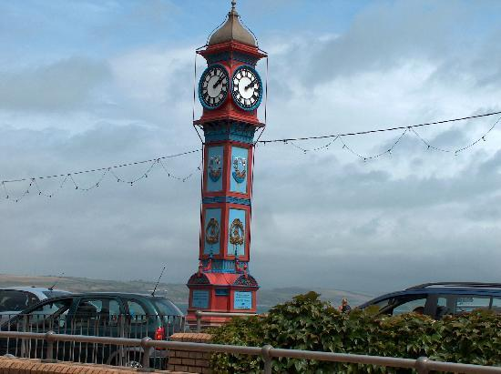 Oaklands Guesthouse: The Famous Weymouth Clock on the front