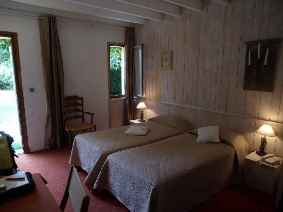 Le Mas De Castel: Twin room