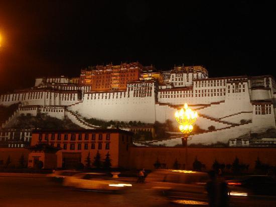 Tibet Post Hotel: 2 mins walk