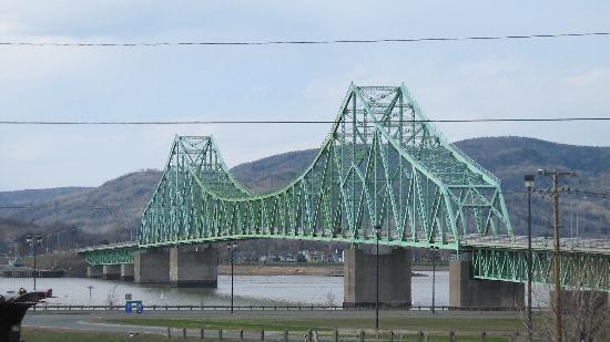 Super 8 Campbellton: Campbellton - Brücke in die Gaspesie