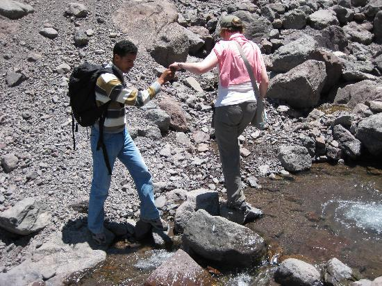 Kasbah Du Toubkal : crossing the stream