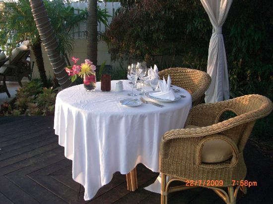 The Pillars Hotel Fort Lauderdale: Romantic Table For Two
