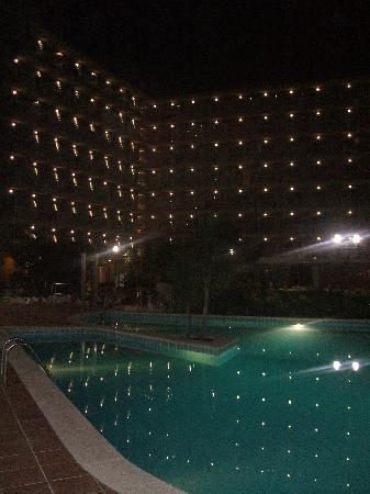 Hotel President: Pool by night