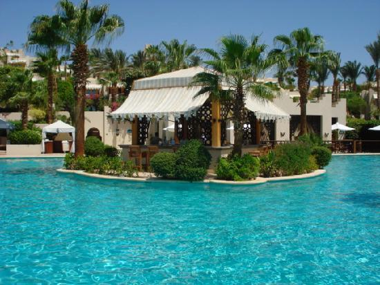 Four Seasons Resort Sharm El Sheikh: Main Poolside bar
