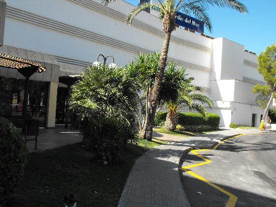 Hotel entrance picture of trh jardin del mar santa for Aparthotel jardin del mar santa ponsa