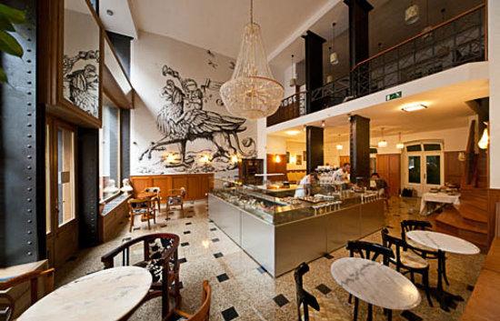 auguszt cukrászda képek Auguszt Cafe, Budapest   Picture of Auguszt Cukraszda Belvaros  auguszt cukrászda képek