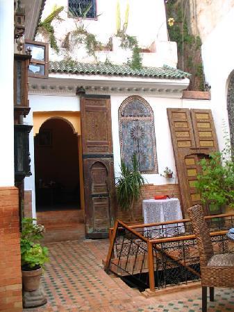 Riad Meknes: Restaurant courtyard