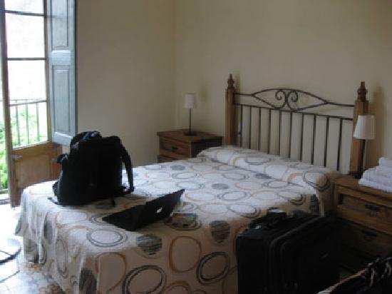 Girona Apartments: bedroom