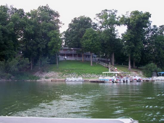 Raccoon Lakeside Lodge