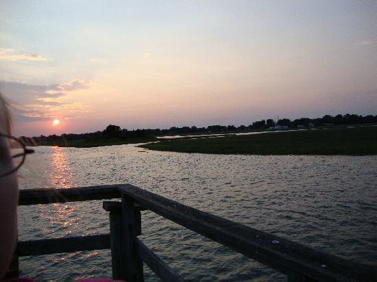 Ocean Inn: sunset at Bowan's Island Restaurant