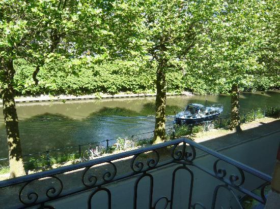 Engelen Aan De WaterKant: Vista al canal desde la habitación