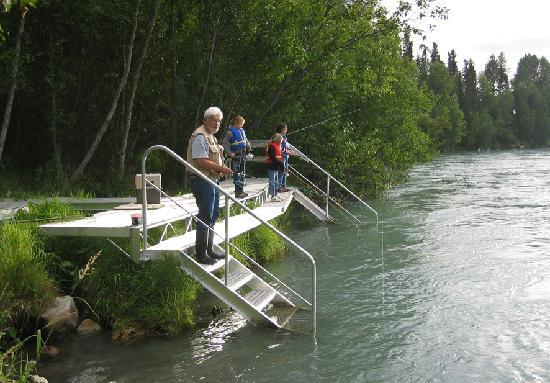Alaska Kenai River Raven: Family fishing off the private dock with Dick the proprietor.