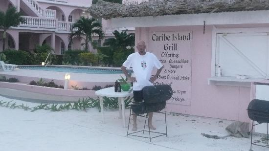Caribe Island Condos: grilling out