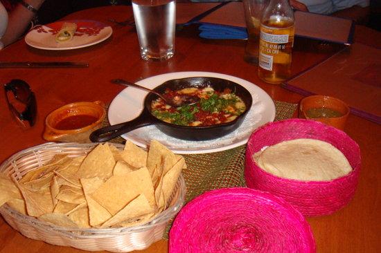 Rosa Mexicano - Atlanta: Tortillas and Queso Dip at Rosa Mexicano