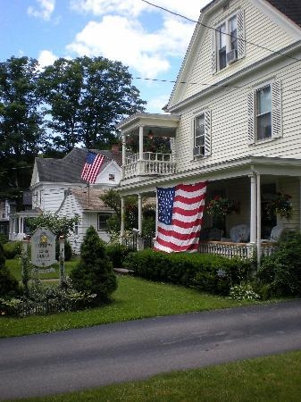 Cooperstown B and B: Showing their 4th of July spirit