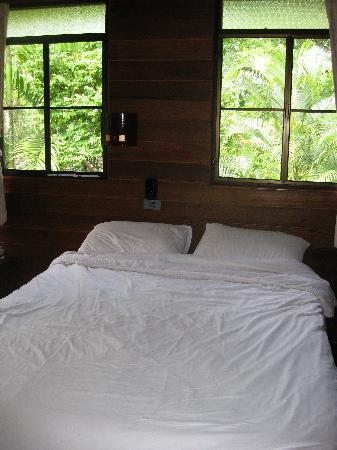 Lisu Lodge: Khum Lanna: bed