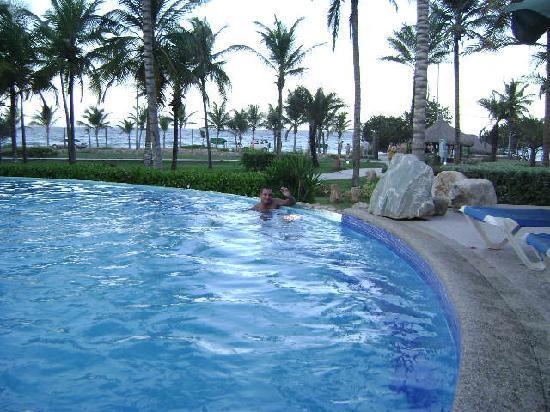 Isla Caribe Beach Hotel: Zona de la piscina con vista al mar